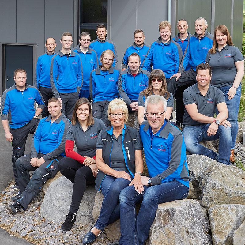 Komplette Belegschaft in Frimenuniform der Firma Fritz aus Herbstein